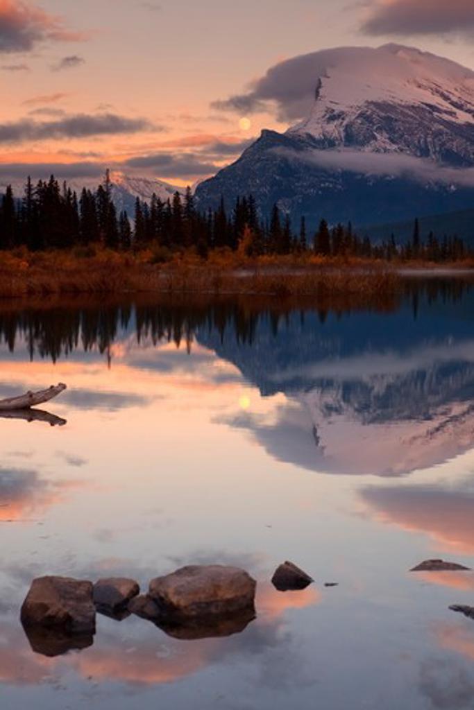 Stock Photo: 1317-1383 Canada, Alberta, Banff, Vermillion Lakes, Sunrise
