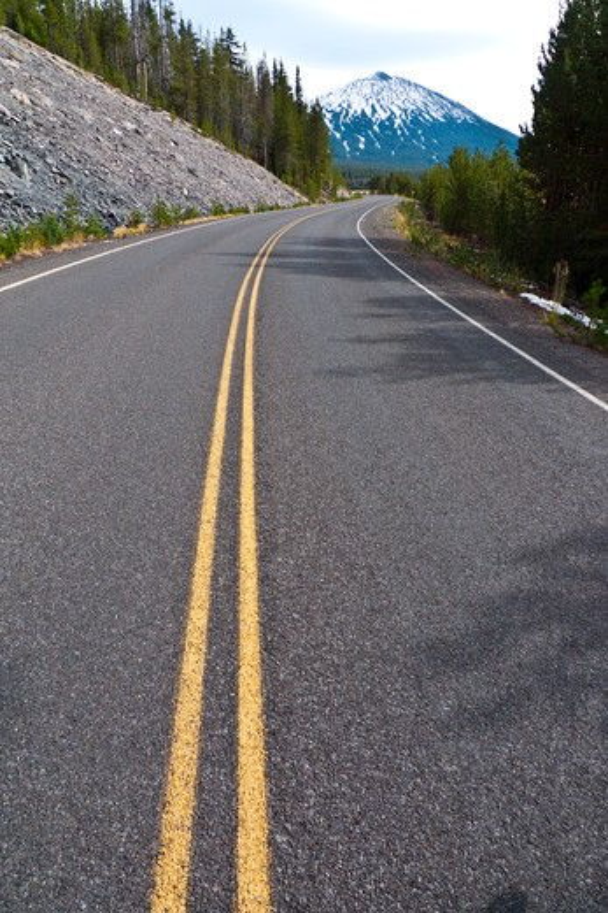 USA, Oregon, Cascade Mountains, View of  Cascades Lake Highway near Mt. Bachelor : Stock Photo