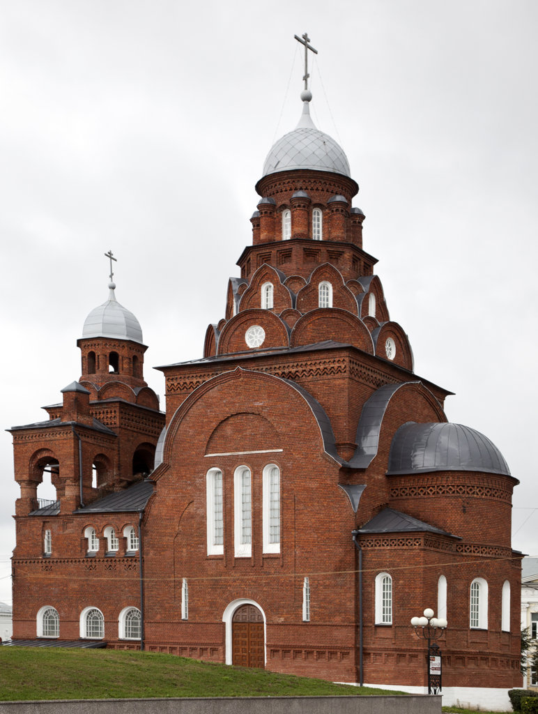 Stock Photo: 1323-1558 Low angle view of trinity church, Vladimir, Russia