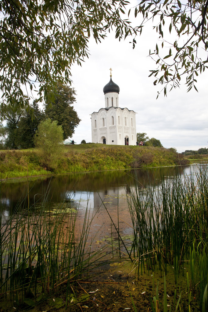 Reflection of church on water, Church of The Intercession, Bogolyubovo, Suzdalsky District, Vladimir Oblast, Russia : Stock Photo