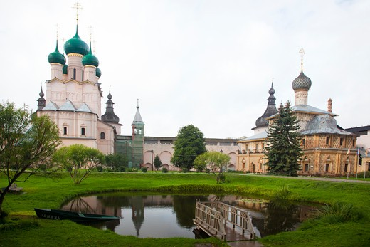 Pond in a garden in front of a church, Kremlin, Rostov, Russia : Stock Photo