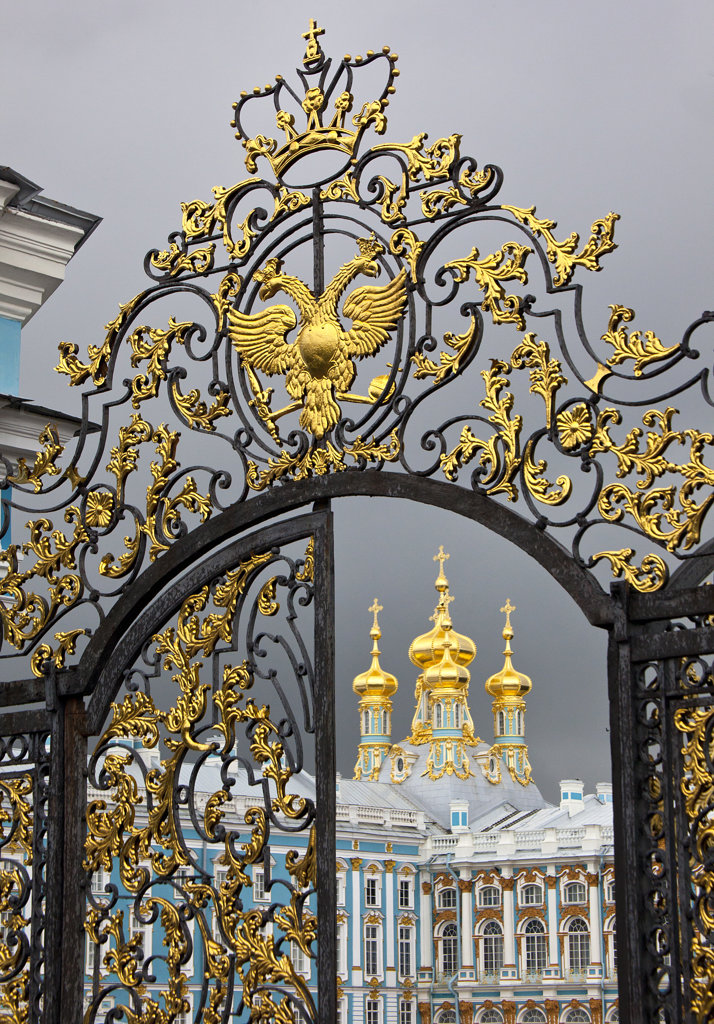 Gate to the entrance of the palace, Catherine Palace, Tsarskoye Selo, St. Petersburg, Russia : Stock Photo