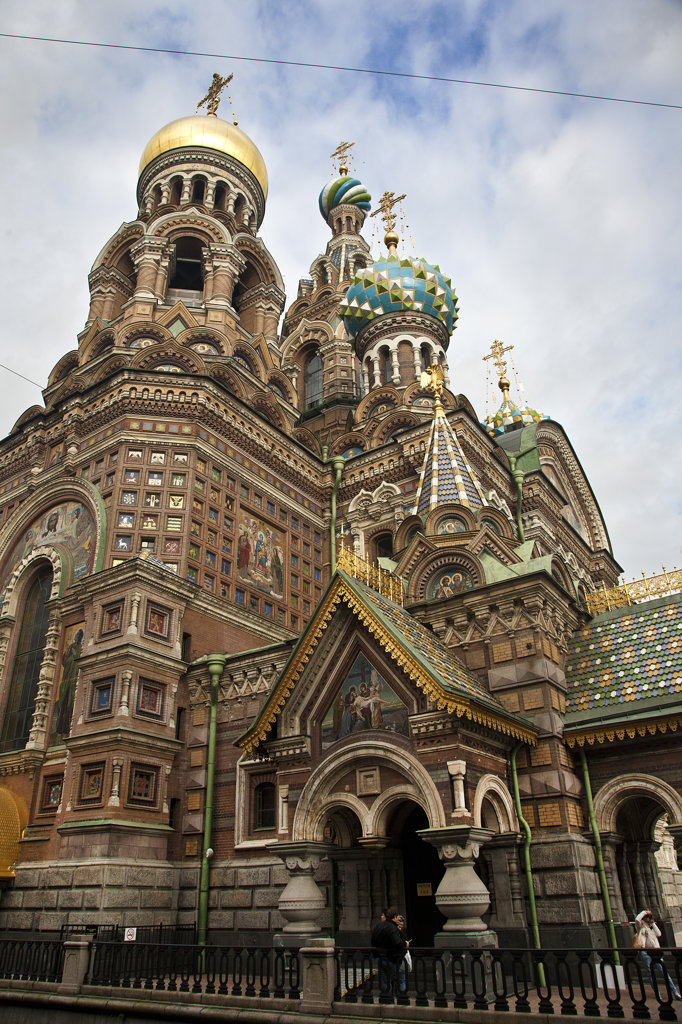 Stock Photo: 1323-1767 Low angle view of the Church of the Savior on Spilled Blood, St. Petersburg, Russia