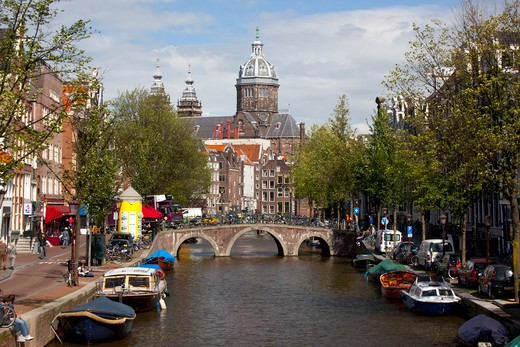 Stock Photo: 1323-1914 Boats in the canal with the Church of St. Nicholas in the background, Amsterdam, Netherlands