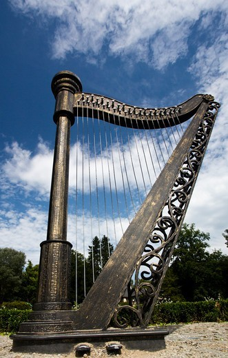 Stock Photo: 1323-2406 Poland, Kudowa Zdroj, Harp sculpture
