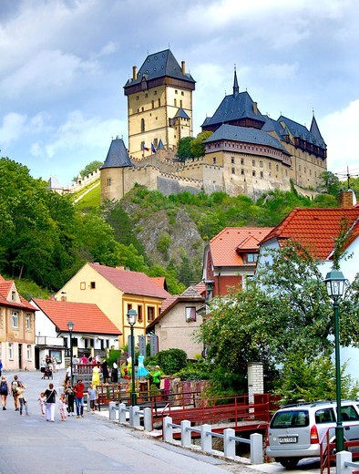 Stock Photo: 1323-2458 Czech Republic, town and Karlstein Castle