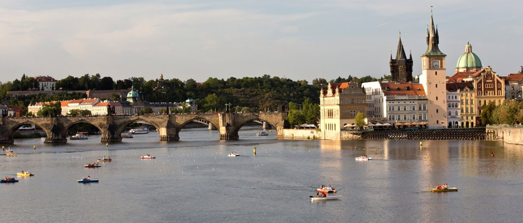 Stock Photo: 1323-2560 Czech Republic, Prague, Boats on Vltava River