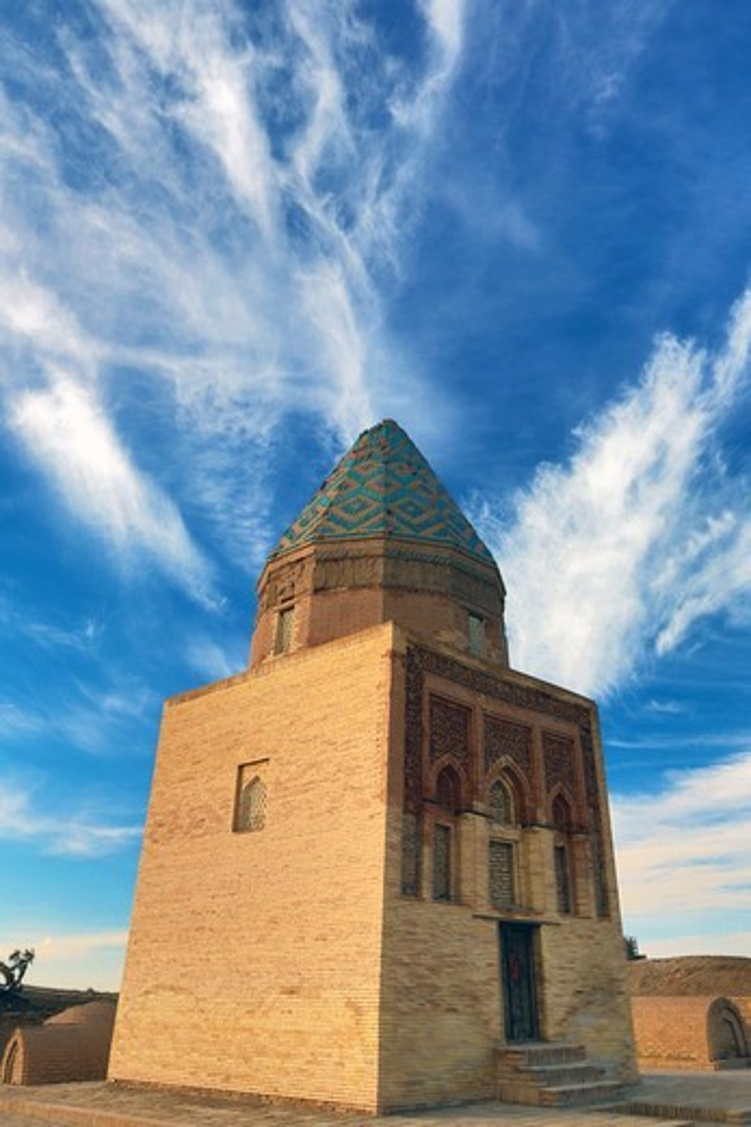 Stock Photo: 1323-3107 Turkmenistan, Urgench, Fakhreddin-Razi Mausoleum and tombs