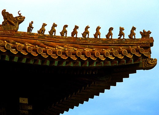 Dragon figurines on the roof of a building, Forbidden City, Beijing, China : Stock Photo