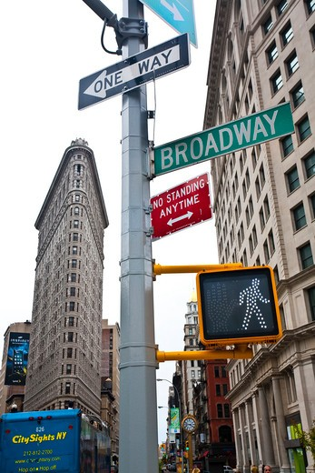 Stock Photo: 1323-928 Road signs with office buildings in the city, Flatiron Building, Manhattan, New York City, New York State, USA