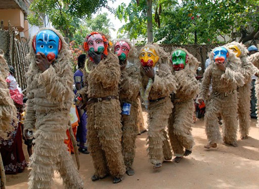 Folk artists performing in Dussehra festival, Kulasekarapattinam, Thoothukudi, Tamil Nadu, India : Stock Photo