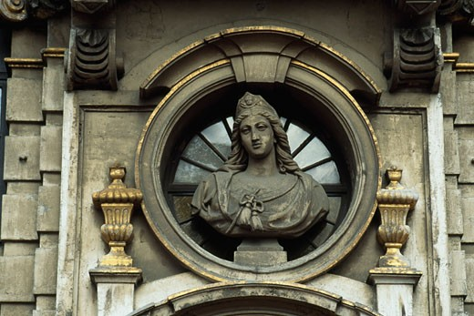 Close-up of a bust on the wall of a building, Grand Place, Brussels, Belgium : Stock Photo