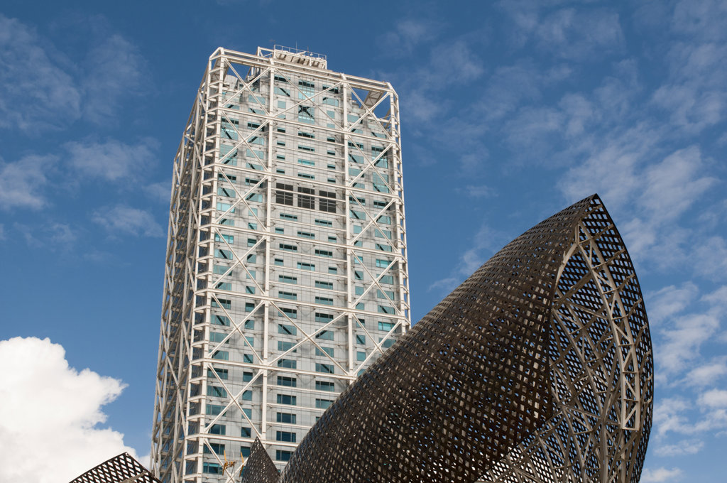 Stock Photo: 1345R-2041 Spain, Barcelona, La Barceloneta, Olympic Harbour, Golden fish by Frank Owen Gehry and Hotel Arts