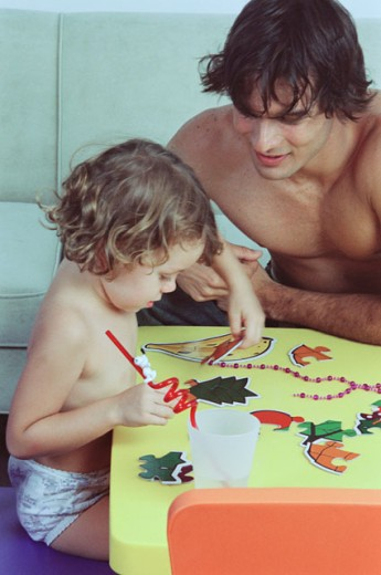 Stock Photo: 1350-734 Father and child playing a puzzle game