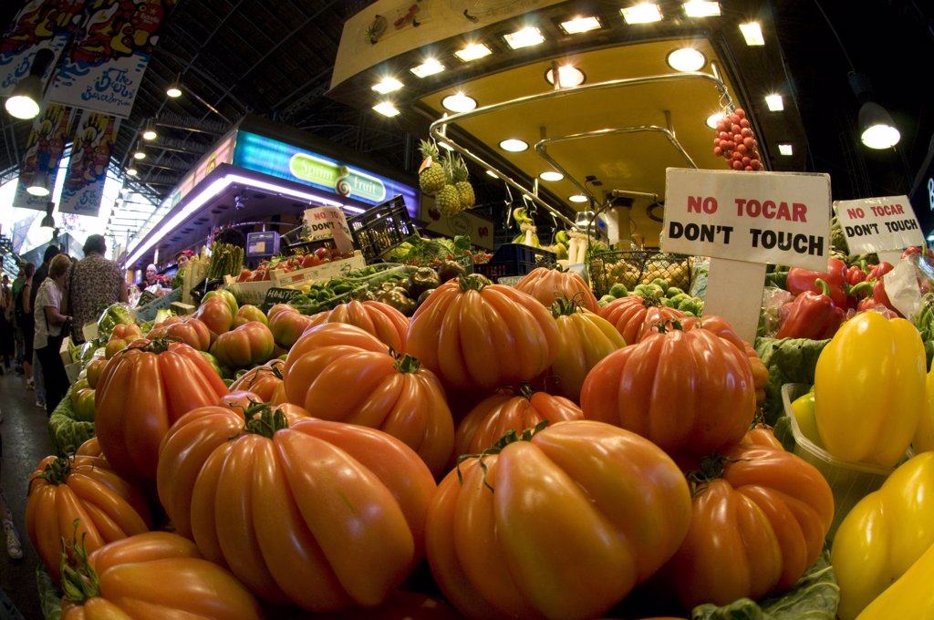 Stock Photo: 1380-1252 Spain, Barcelona, Tomatoes at La Boqueria market