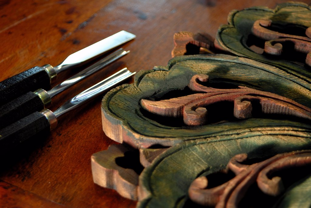Close-up of wood carving tools : Stock Photo