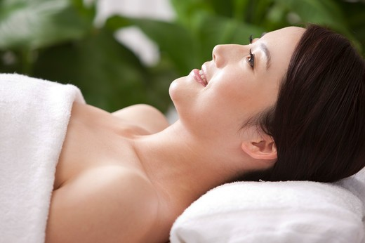 Stock Photo: 1397R-69451 Beauty Treatment, Woman lying and looking up with smile
