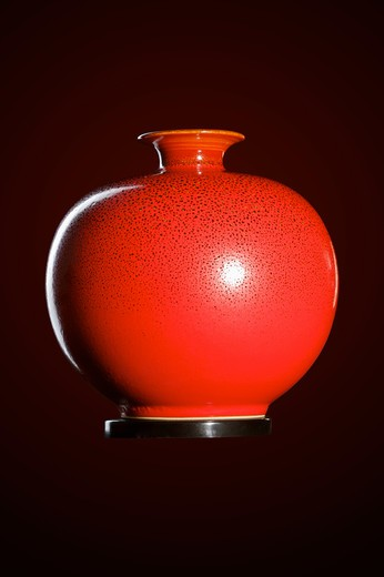 Close-up of a decorative pottery vase : Stock Photo
