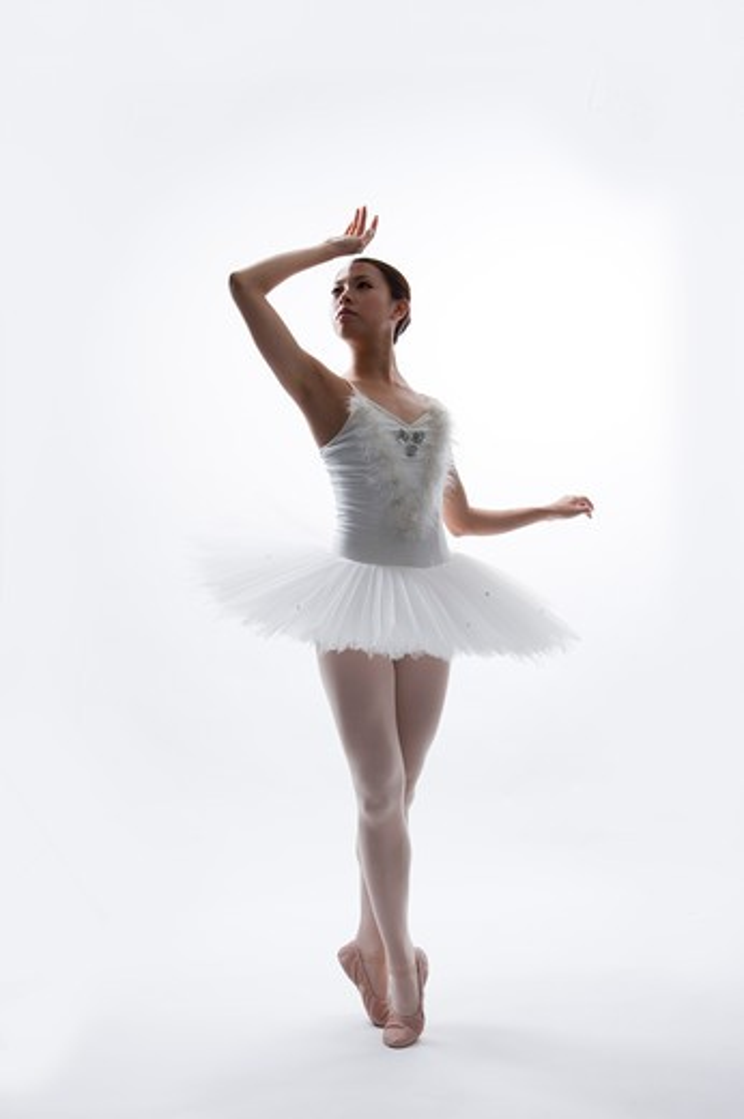 Stock Photo: 1397R-71992 Ballet dancer dancing and looking away