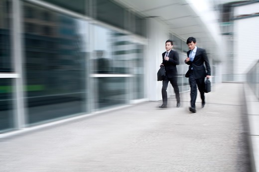Stock Photo: 1397R-72221 Businessmen in a rush, blurred motion