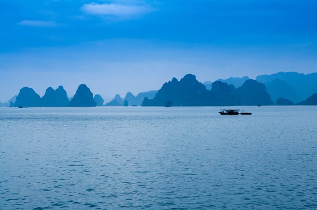 Stock Photo: 1397R-72927 Ha Long Bay, Vietnam, World Natural Heritage