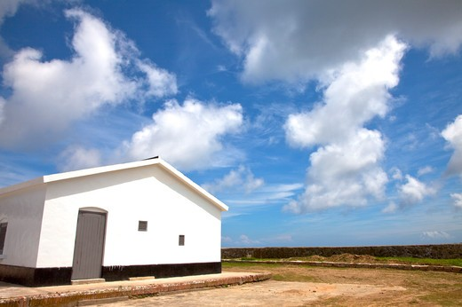 Stock Photo: 1397R-73532 House and blue sky in Matsu