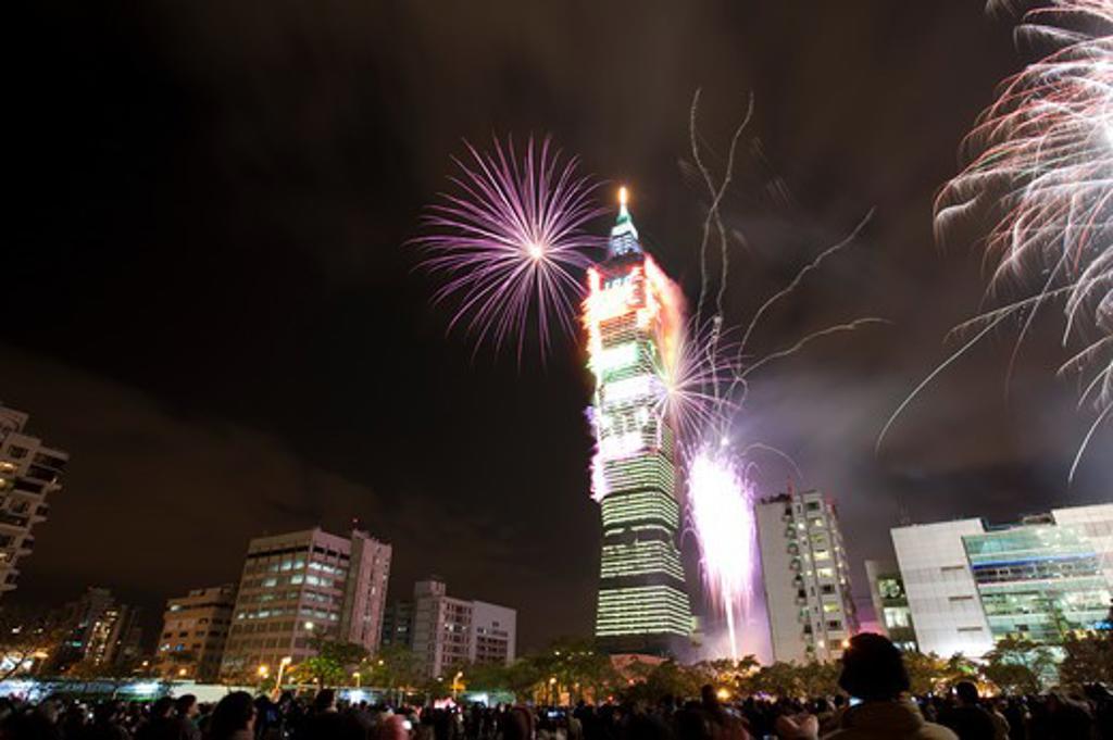 Stock Photo: 1397R-73685 Firework display in Taipei