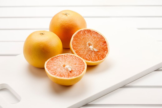 Stock Photo: 1397R-78153 Close-up of grapefruit and cross section