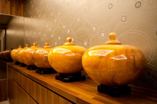 Stock Photo: 1397R-79346 Close-up of pots in a row