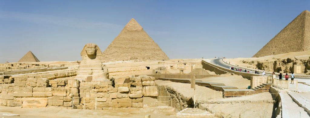 Egypt, Giza, Panoramic view of Great Sphinx and Pyramids of Khafre and Menkaure : Stock Photo