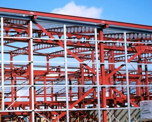 Stock Photo: 1436R-183069 Steel framework, leisure centre under construction