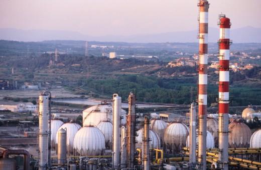 Stock Photo: 1436R-212012 Repsol-YPF oil refinery. Tarragona province. Spain