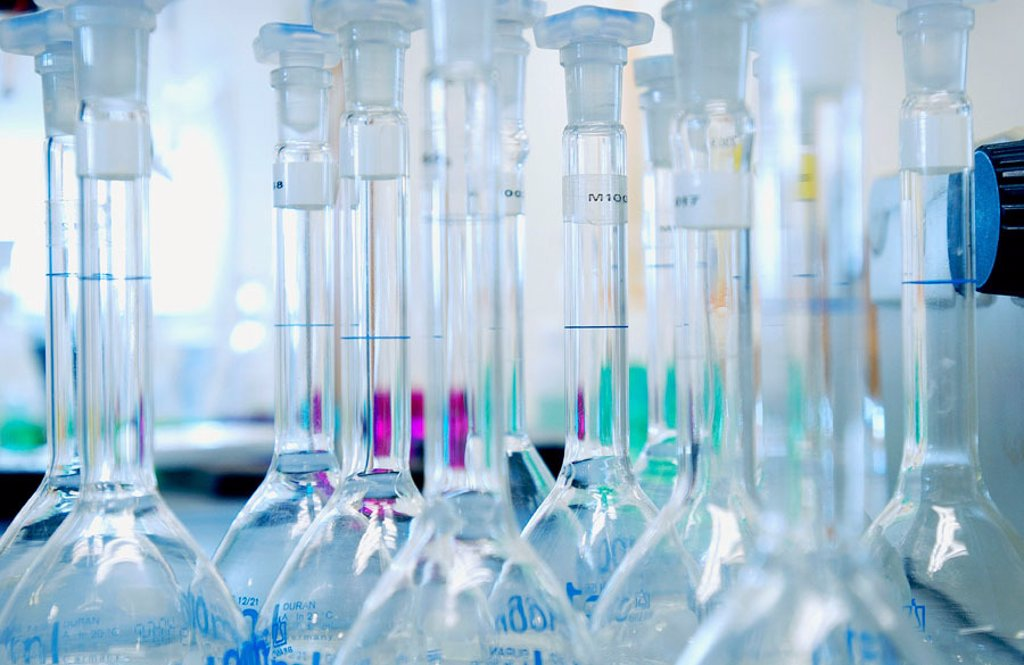 Stock Photo: 1436R-238019 Chemical characterization laboratory
