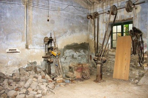 Old abandoned blacksmith´s shop. Huesca, Aragón, Spain : Stock Photo
