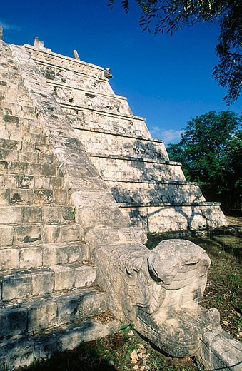 Stock Photo: 1436R-252852 The Castle (Pyramid of Kukulcan), Mayan ruins of Chichén Itzá. Yucatán, Mexico