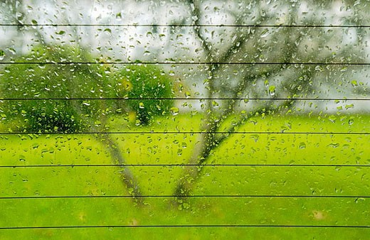 Stock Photo: 1436R-264346 Rain on heated rear windscreen