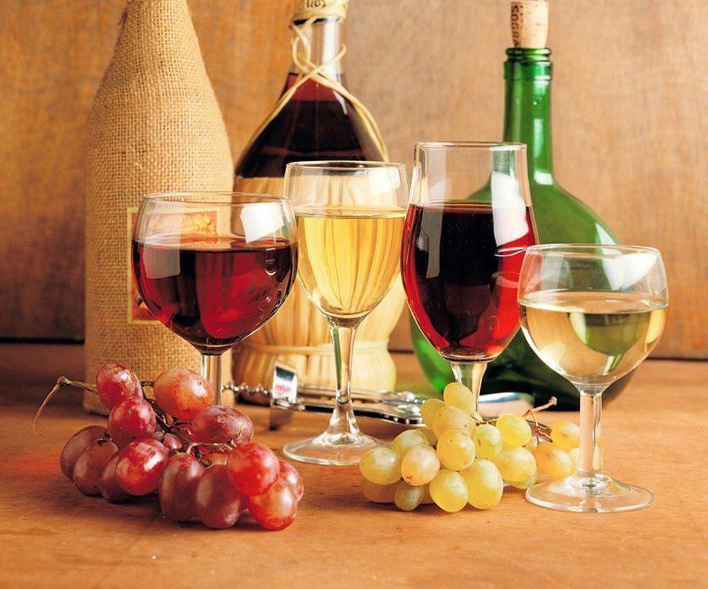 Stock Photo: 1436R-267301 European wines: Rioja (Spain), Chianti (Italia) and Vinho verde (Portugal)