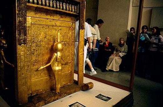 Stock Photo: 1436R-271130 Tutankhamon´s sarcophagus at Egyptian Museum, Cairo. Egypt