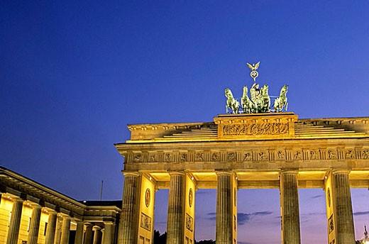 Triumphal arch of the 18th century Brandenburg Gate w/ statue of the Goddess Nike on Pariser Platz_ Berlin, Germany : Stock Photo