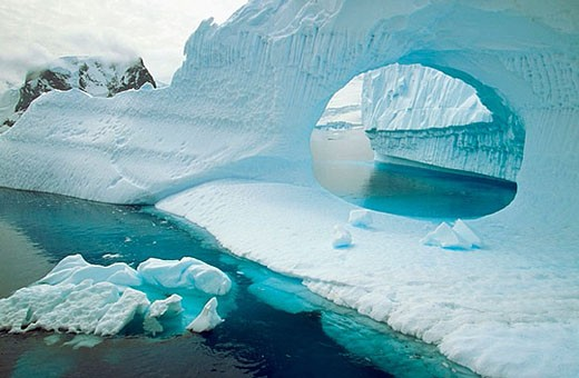 Stock Photo: 1436R-272737 Iceberg in Andvord Bay. Antartica