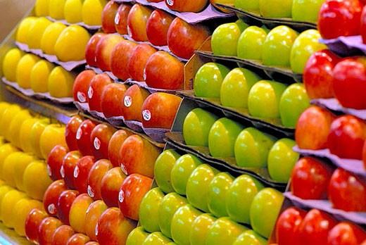 Stock Photo: 1436R-276246 Apples at La Boqueria market, Barcelona. Catalonia, Spain
