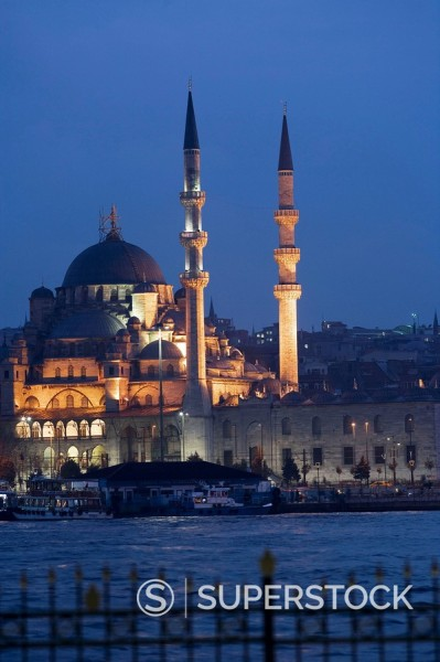 Stock Photo: 1436R-278816 Yeni mosque in the evening, Istanbul. Turkey