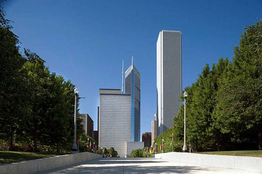 SKYLINE. MILLENNIUM PARK. CHICAGO ILLINOIS. USA : Stock Photo