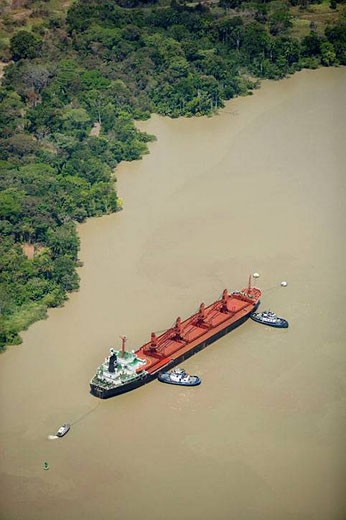 Stock Photo: 1436R-289833 Bulk food ship, Culebra (Gaillard) Cut, Panama Canal, Republic of Panama