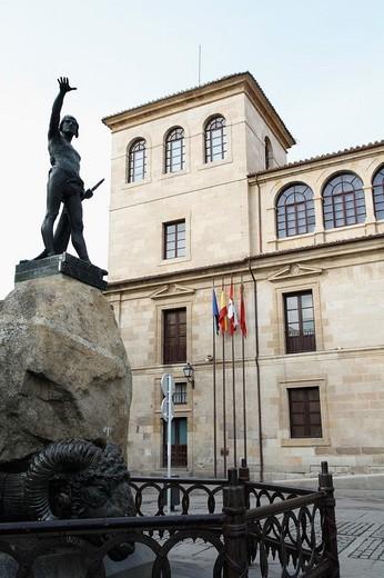 Viriato sculpture and Palacio de la Diputación Provincial, Zamora. Castilla-León, Spain : Stock Photo