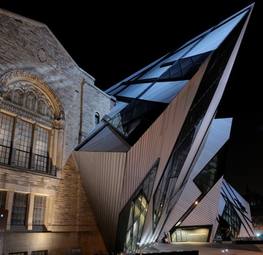 Stock Photo: 1436R-299641 The Royal Ontario Museum with attached Crystal at night in Toronto
