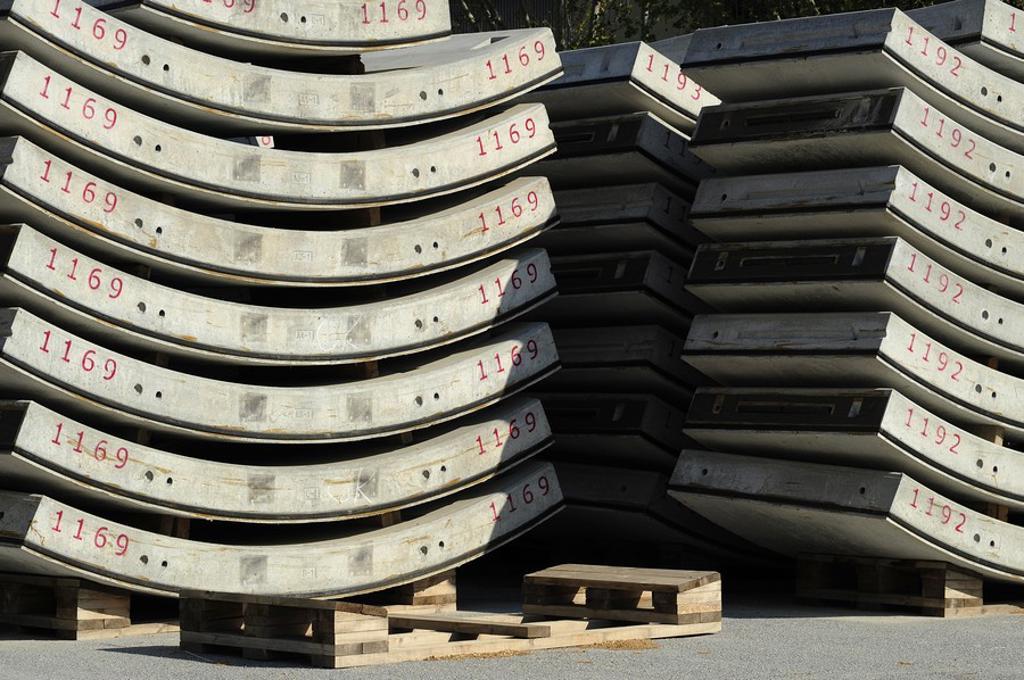 Stock Photo: 1436R-301584 Dovelas para la conformación de los anillos de revestimiento de hormigónn de los tuneles de la estaciónn del Ave de la Sagrera, Barcelona, Catalunya, España