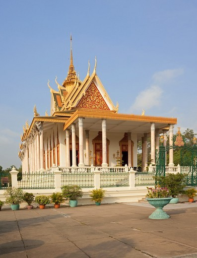 Wat Preah Keo Morokat is also known as the 'Silver Pagoda' the 'Temple of the Emerald Buddha ' located on the south side of the Royal Palace, Phnom Penh  Wat Preah Vihear Preah Keo Morakot is commonly referred to as Wat Preah Keo  Its main building houses : Stock Photo