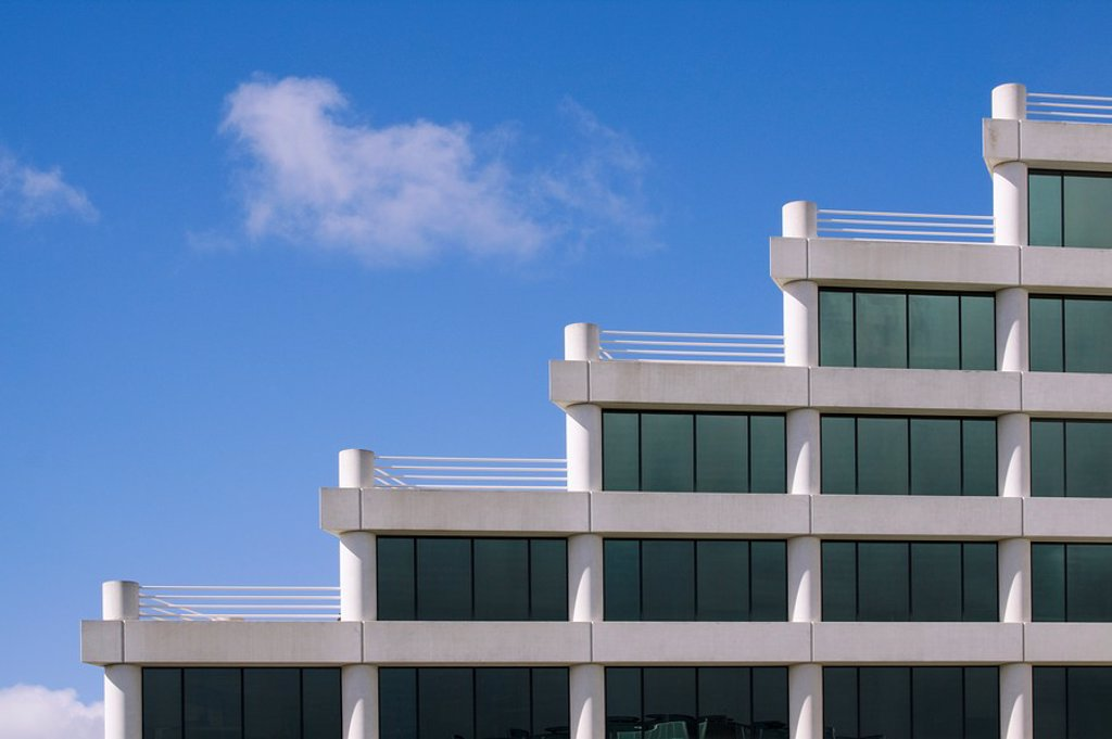 Architectural detail of modern office building in Silicon Valley with rooftop terraces in a stairstep pattern. San Mateo, California, USA. : Stock Photo