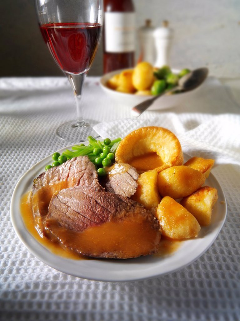 Stock Photo: 1436R-304608 Roast beef Yorkshire pudding and gravy